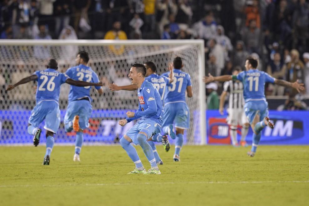 Napoli un natale stupefacente il calcio è cartone