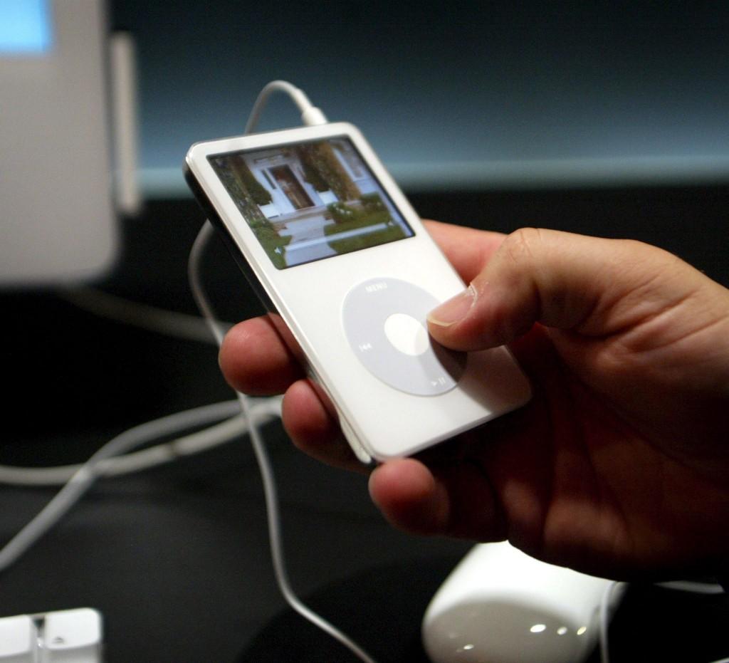 IPOD, FLIP PHONE E VINILI,TECNOLOGIA VINTAGE ALLA RISCOSSA