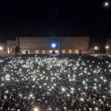 """Pino Daniele, in 100mila cantano """"Napule è"""" in piazza del Plebiscito"""