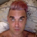 Robbie Williams sbaglia la tinta e diventa rosa!
