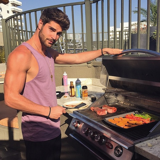 I 6 motivi per cui gli uomini che sanno cucinare sono for Cucinare per 40 persone