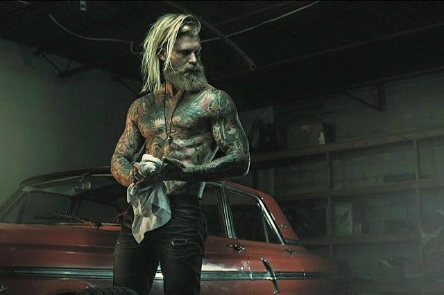 A met tra un boscaiolo e un vichingo il modello tatuato che sta facendo impazzire il mondo - Come fare impazzire il proprio uomo a letto ...