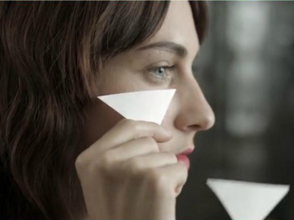 Su una faccia con che coprire posti di pigmentary