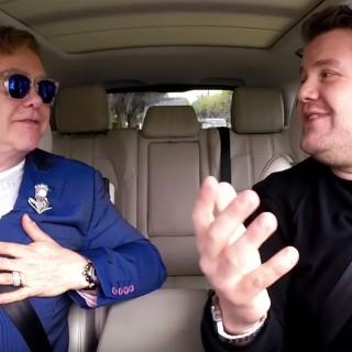 Elton John canta in auto 'Your Song' e parla dei suoi bimbi