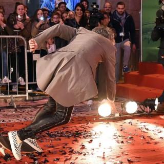 Morgan cade dallo skate sul red carpet