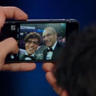 """""""Gabriel Garko si fa un selfie con Carlo Conti ma viene scuro"""""""