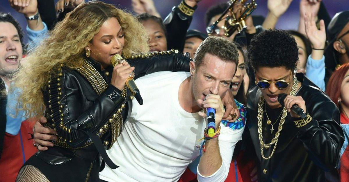Super Bowl: Coldplay, Bruno Mars e Beyoncé sul palco