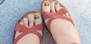 Giappone: le collant con l'unghia stampata fanno tendenza