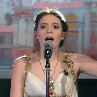 Cattelan e Francesca Michielin duettano cantando in latino