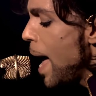 Omaggio a Prince: alle 17.07 sulle radio americane 'Nothing Compares to You'