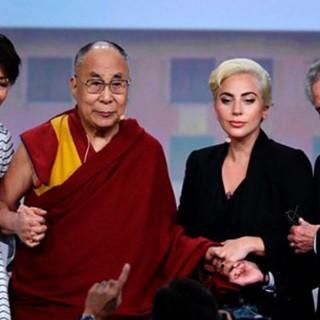 Lady Gaga bandita dalla Cina per aver incontrato il Dalai Lama