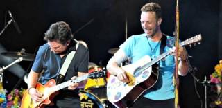 Ritorno al futuro per i Coldplay: sul palco arriva Michael J. Fox