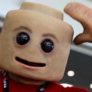 Ecco come sarebbe l'omino Lego nella vita reale: il cosplay al Comic-Con