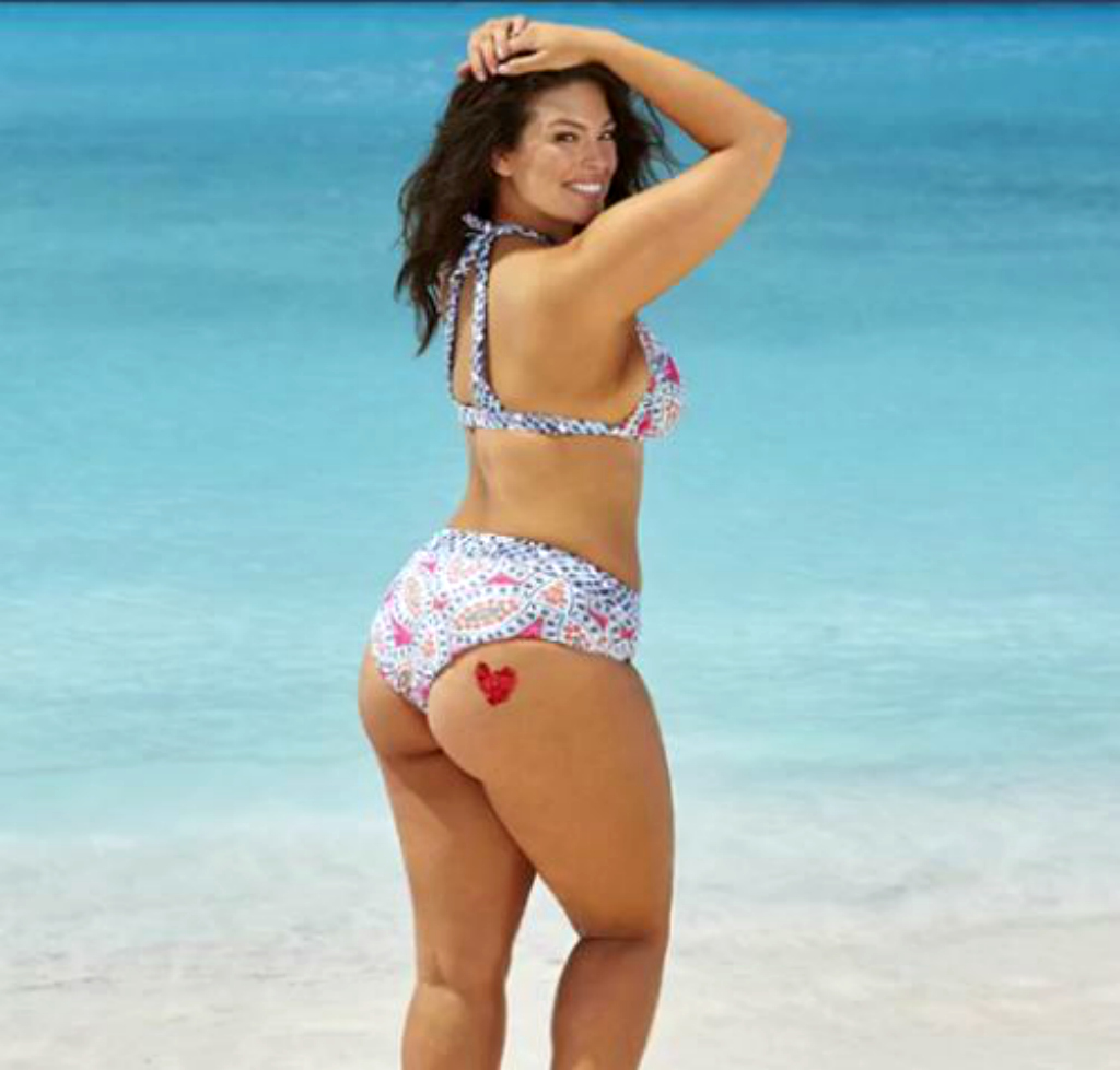 "Molto Chi se ne frega della cellulite"": Ashley Graham in bikini per  LP98"