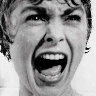 """Rihanna sotto la doccia come Janet Leigh in """"Psycho"""" per la serie tv """"Bates Motel"""""""
