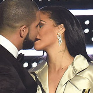 Drake dichiara pubblicamente il suo amore per Rihanna, ma lei non si scompone