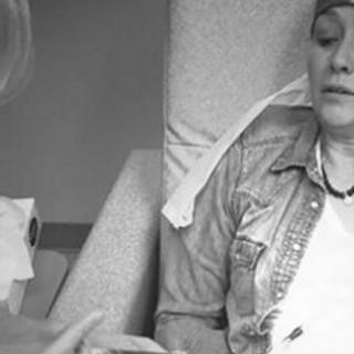 """""""Le tante facce del cancro"""": l'ultima foto di Shannen Doherty durante la chemio"""