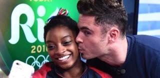 Dopo le medaglie, il bacio di Zac Efron: Simone Biles al settimo cielo