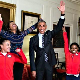 Arrivano in visita Simone Biles e compagne (e Obama fa la spaccata)