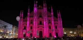 Il Duomo di Milano rosa contro il cancro al seno: ecco il momento in cui ha cambiato colore