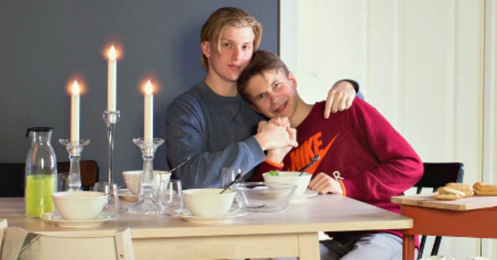 Coppia gay censurata su catalogo ikea radio deejay - Catalogo ikea firenze ...