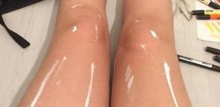 Cosa c'è di strano in queste gambe? La foto che sta facendo impazzire tutti