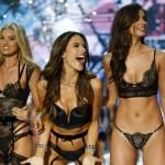 Victoria's Secret Fashion Show: angeli in passerella con Lady Gaga, Bruno Mars e The Weeknd