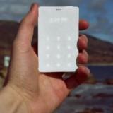 """Ecco il telefono """"anti-smartphone"""" progettato per restituirci tempo e attenzione"""