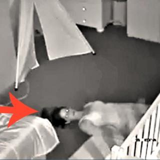 """""""Non svegliare il bebè"""": mamma striscia fuori furtiva"""