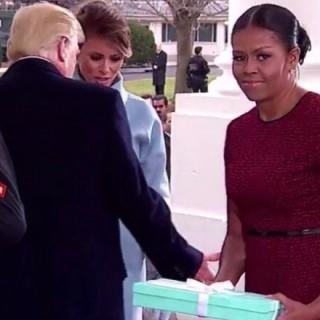 """Melania spiazza Michelle: """"Il regalo dove lo metto?"""""""