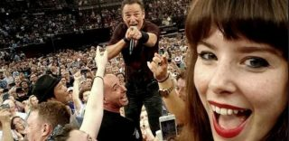 Il Boss posa per lei, il selfie di Jessica è il più epico di sempre