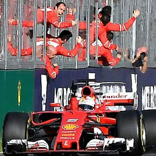 """L'esultanza di Vettel: """"Forza Ferrari, questa è per noi"""""""