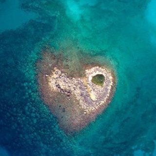 L'isolotto a forma di cuore nel Salento
