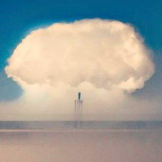 La nuvola che fa piovere tequila in mostra a Berlino