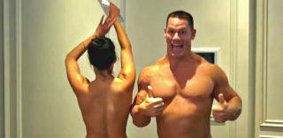 John Cena e Nikki Bella festeggiano nudi i 500mila fan con una gag dal finale a sorpresa