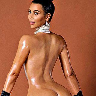 Kim Kardashian in spiaggia: il lato B è tutta un'altra cosa