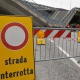 """Crolla ponte della tangenziale su auto dei carabinieri. I militari illesi: """"Siamo due miracolati"""""""