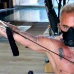 Pilates in maschera con Vacchi: nuovo video con muscoli, tatuaggi e musica dance