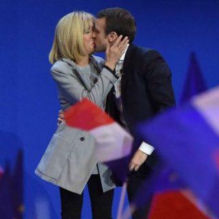 Stessa differenza d'età di Macron/Brigitte, ma non fa notizia