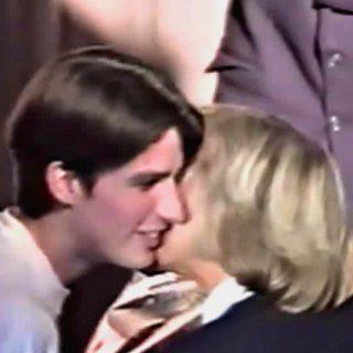 Macron 15enne: il bacio con la prof. Brigitte