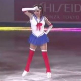 Sailor Moon danza sul ghiaccio: l'esibizione della pattinatrice