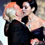 Cannes 70, Monica Bellucci apre le danze: tango hot e bacio al ballerino