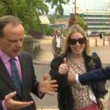 Mano sul seno per allontanare la disturbatrice: schiaffo in diretta al giornalista BBC