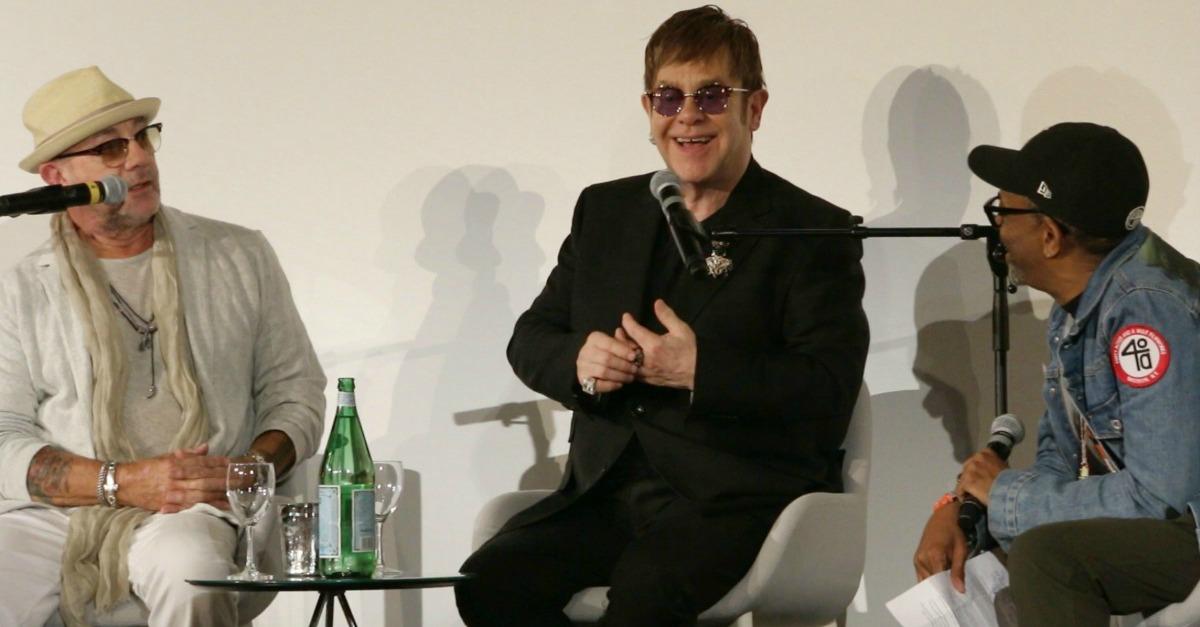 Elton John festeggia 70 anni a Cannes con i video di Rocket Man e Tiny Dancer