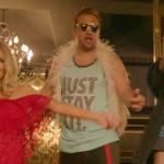 """È uscito """"Senza pagare"""", il nuovo video di Fedez e J-Ax con Pio e Amedeo a casa di Paris Hilton"""