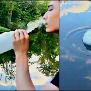 """La bolla di fumo sull'acqua: il video del """"Dio dello Svapo"""""""