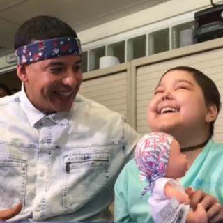"""""""Despacito"""": Daddy Yankee canta con la bimba malata"""