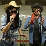 New York, sorpresa nel metrò: Miley Cyrus canta in incognito con Jimmy Fallon