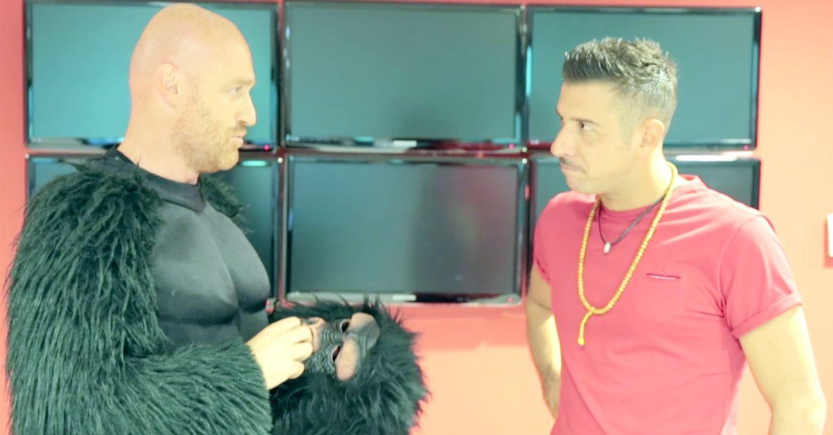 Rudy Zerbi si candida come scimmia di Occidentali's Karma: il provino per Francesco Gabbani
