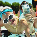 """Giovanni Vernia: Jonny Groove fa il verso a Vacchi e alla Dark Polo Gang nel nuovo video """"Swag"""""""